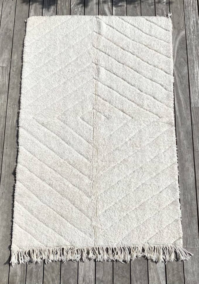tapis marocain berbère béni ouarain laine naturelle blanc design losange décoration Ma Jungle Family